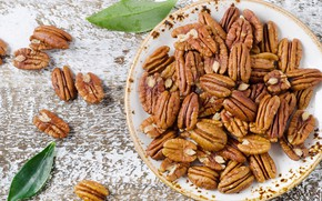 Picture plate, nuts, pecan