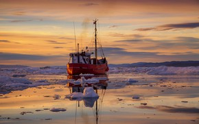Picture ice, the ship, Greenland