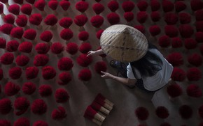 Picture girl, work, Vietnam, aromatherapy, brooms