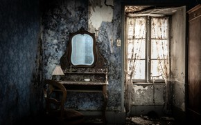 Picture room, mirror, window, chair