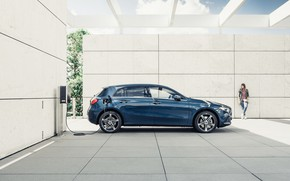 Picture transport, Mercedes-Benz, charging, car, A-CLASS HYBRID