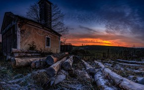Picture house, logs, dawn