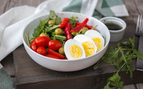 Picture egg, tomatoes, olives, salad, bell pepper