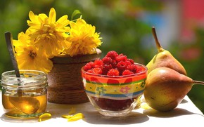 Picture flowers, raspberry, honey, pear