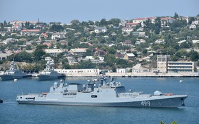 Picture frigate, towing, Sevastopol, Admiral Makarov