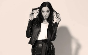 Picture look, girl, pose, photo, hair, shadow, makeup, actress, brunette, jacket, black and white, Emma Dumont