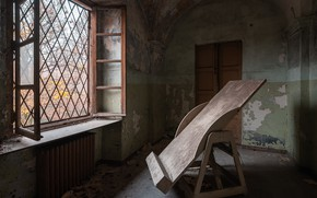 Picture house, window, molbert