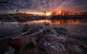 Picture frost, autumn, grass, landscape, branches, nature, river, dawn, shore, boat, ice, morning, Dubna, Andrei