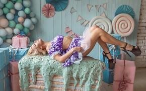 Picture blonde, sofa, pose, A Diakov George