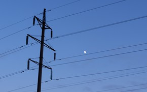 Picture the sky, the moon, wire, stave