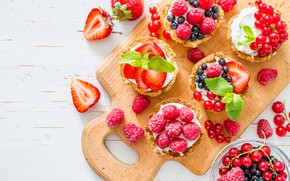 Picture berries, raspberry, strawberry, cake, mint, cream, currants, tartlets