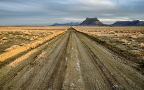 Picture road, Utah, Factory Butte, North Cainville Plateau