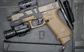 Picture gun, flashlight, G19