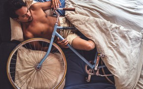 Picture bike, people, bed