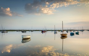 Picture the sky, lake, boats