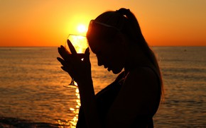 Picture sea, the sky, girl, the sun, sunset, pose, glass
