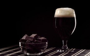 Picture chocolate, foam, black beer