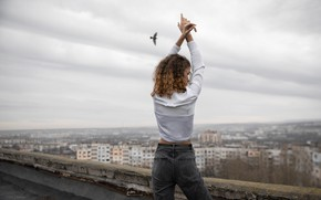 Picture girl, the city, pose, mood, bird, jeans, hands, blouse, curls, on the roof, Dasha, Denis …