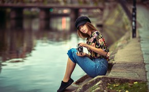 Picture look, bridge, pose, river, model, sneakers, portrait, jeans, makeup, hairstyle, the camera, blouse, cap, brown …