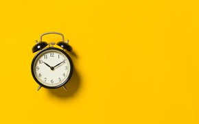 Picture wall, yellow, clock, winding