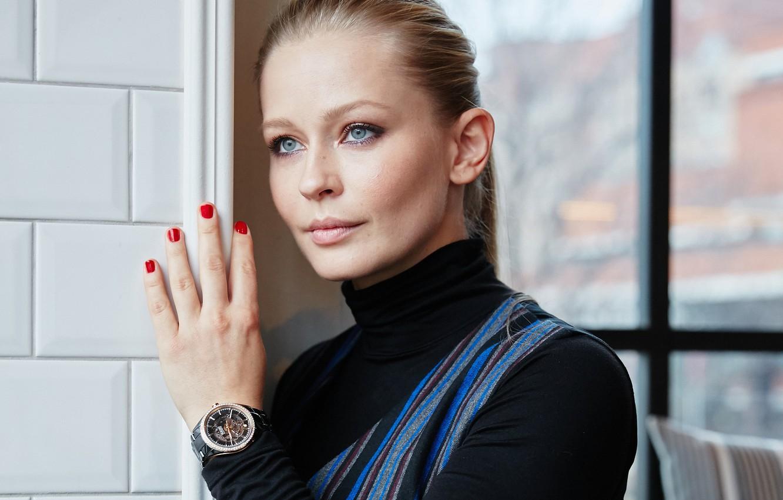 Photo wallpaper pose, hair, watch, makeup, actress, Yulia Peresild, Yulia Peresild