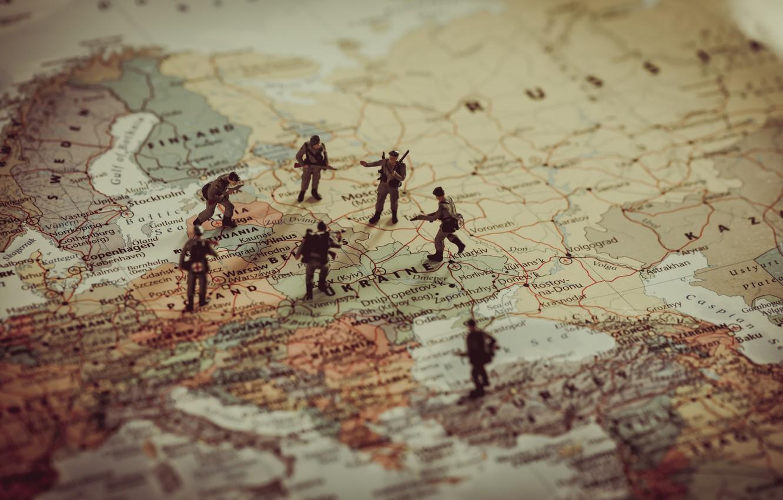 Photo wallpaper soldiers, war, map, World War II, dolls