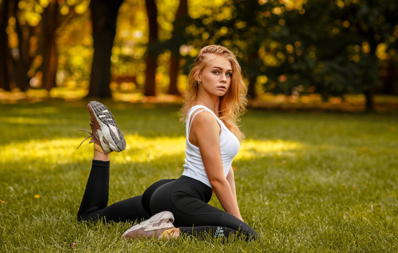 Photo wallpaper look, trees, pose, Park, model, portrait, makeup, Mike, figure, hairstyle, beauty, sitting, sneakers, on the …