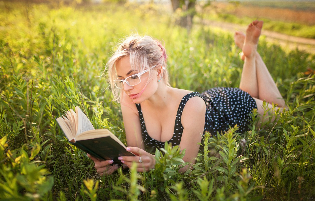 Photo wallpaper greens, the sun, nature, pose, model, portrait, makeup, dress, glasses, hairstyle, blonde, lies, book, beauty, …