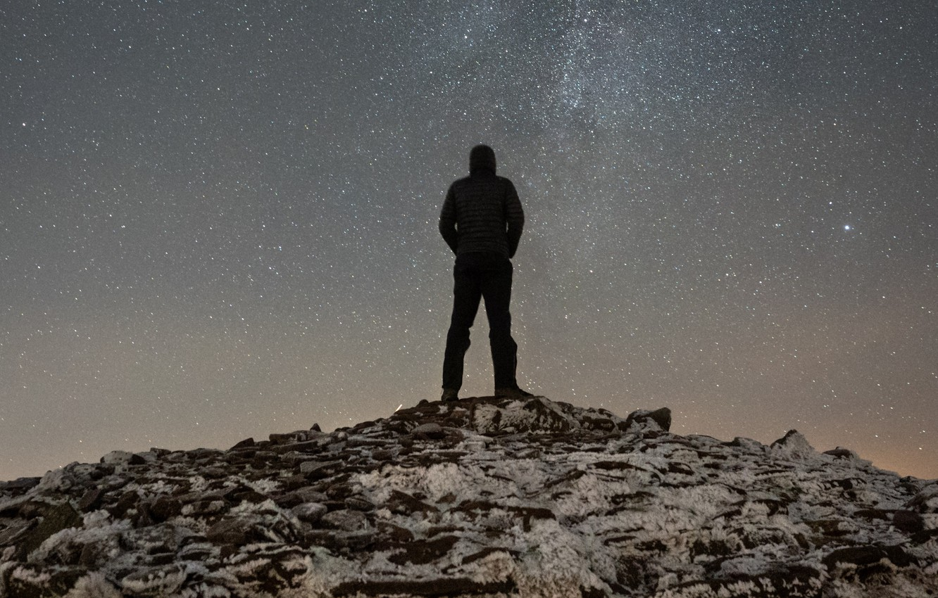 Photo wallpaper people, silhouette, hill, top, looks, starry sky