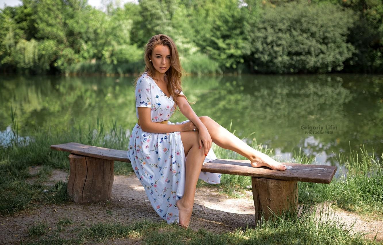 Photo wallpaper greens, grass, look, the sun, trees, nature, pose, pond, Park, model, portrait, barefoot, makeup, dress, …