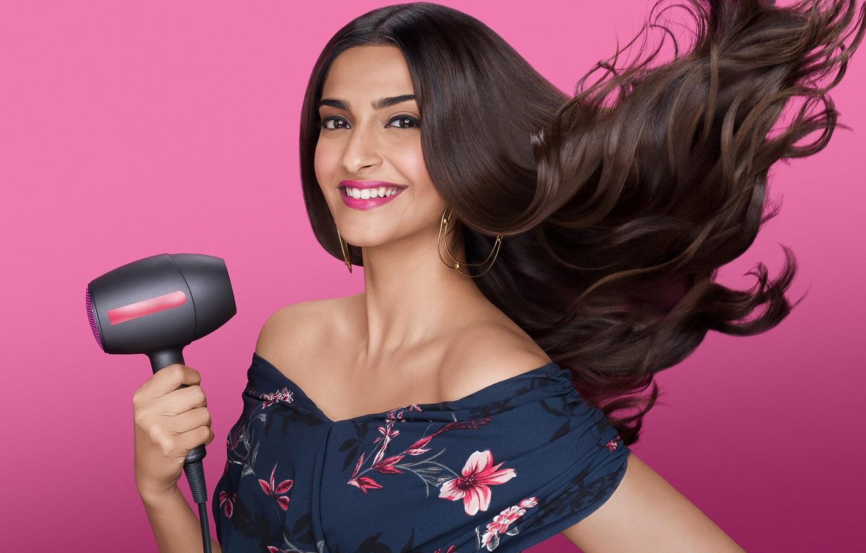Photo wallpaper eyes, smile, beautiful, lips, face, hair, brunette, pose, indian, actress, celebrity, bollywood, makeup, Sonam kapoor
