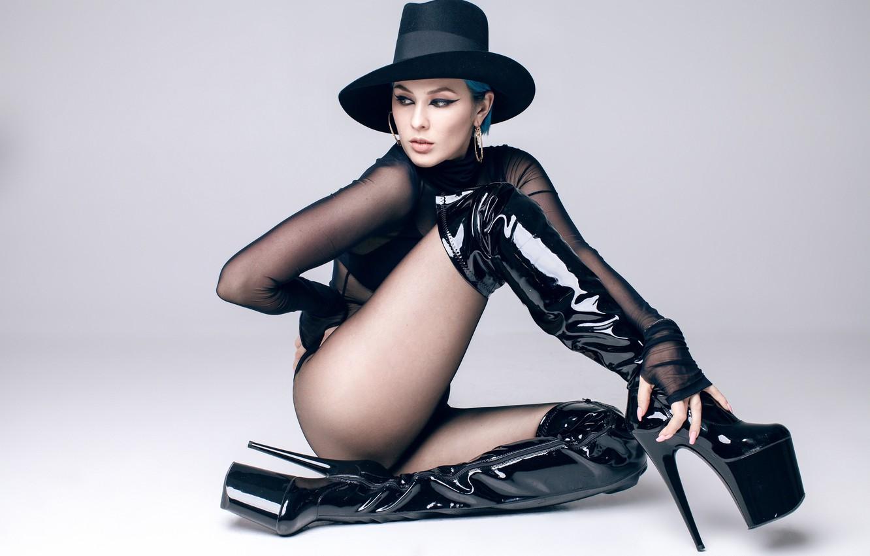 Photo wallpaper Girl, Girl, Hat, Singer, Feet, Heels, Boots, Earrings, Legs, Legs, Heels, Hat, Blue hair, Singer, …