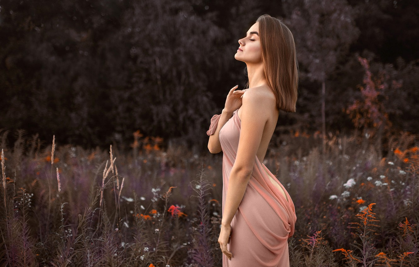 Photo wallpaper trees, flowers, sexy, pose, model, portrait, makeup, figure, hairstyle, brown hair, is, nature, bokeh, he …