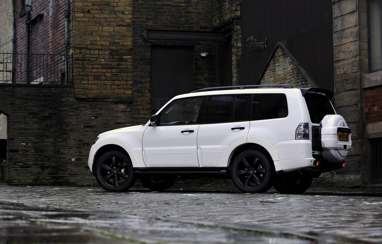 Photo wallpaper white, house, wall, brick, Mitsubishi, 2012, Black, Pajero, SUV, Shogun, the five-door, Montero