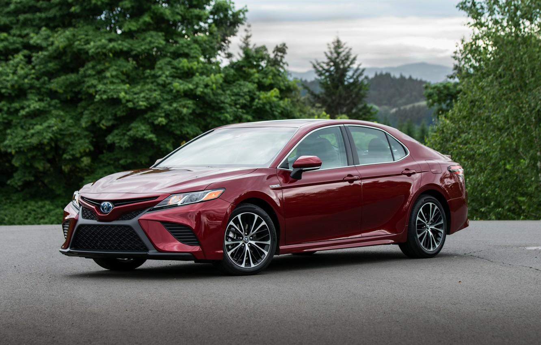Photo wallpaper red, Toyota, sedan, 2018, Camry, four-door, SE Hybrid