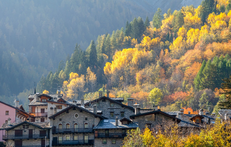 Photo wallpaper autumn, home, Italy, Valle d'aosta, Курмайор
