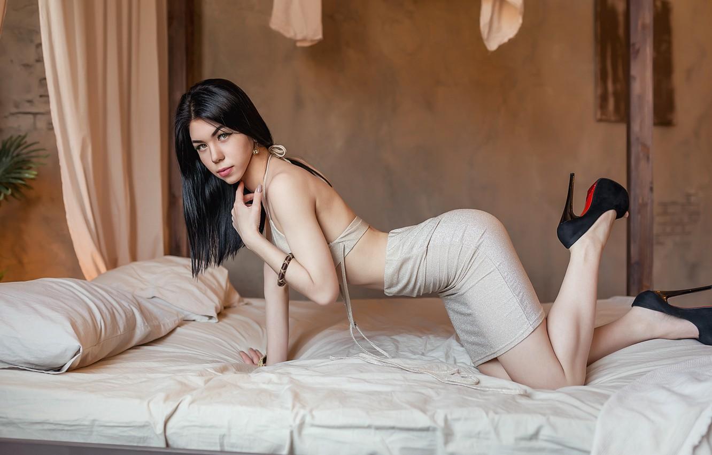 Photo wallpaper Bed, brunette, A Diakov George