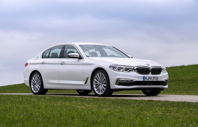 Photo wallpaper white, the sky, grass, BMW, sedan, hybrid, 5, four-door, 2017, 5-series, G30, 530e iPerformance