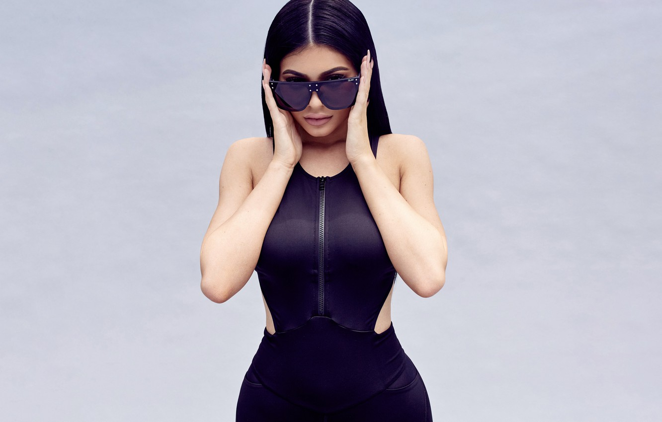 Photo wallpaper look, pose, style, background, model, makeup, figure, dress, brunette, glasses, hairstyle, outfit, beauty, Kylie Jenner, ...