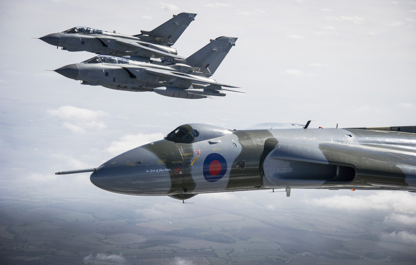 Photo wallpaper flight, aircraft, Panavia, RAF, Tornado, Avro, Vulcan