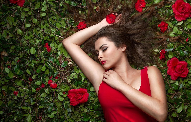 Photo wallpaper chest, leaves, girl, flowers, pose, sleep, roses, hands, makeup, sleeping, red, lies, brown hair, beautiful, …