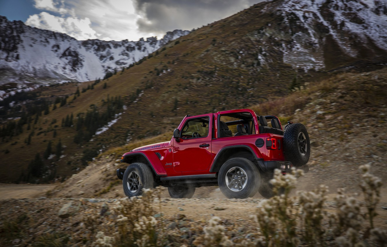 Photo wallpaper road, red, the slopes, dust, 2018, Jeep, Wrangler Rubicon