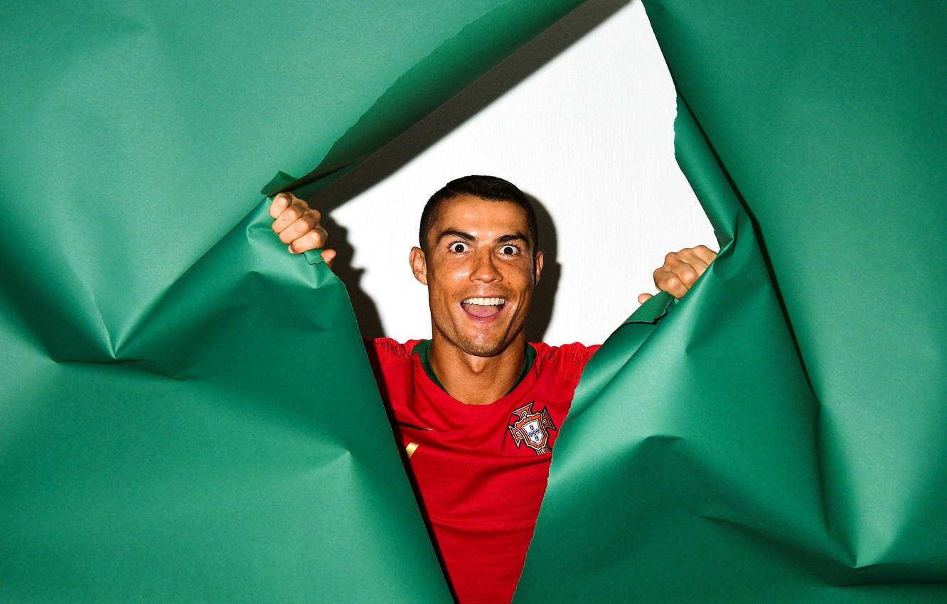 Wallpaper Cristiano Ronaldo Player Colored Paper Images For Desktop Section Muzhchiny Download
