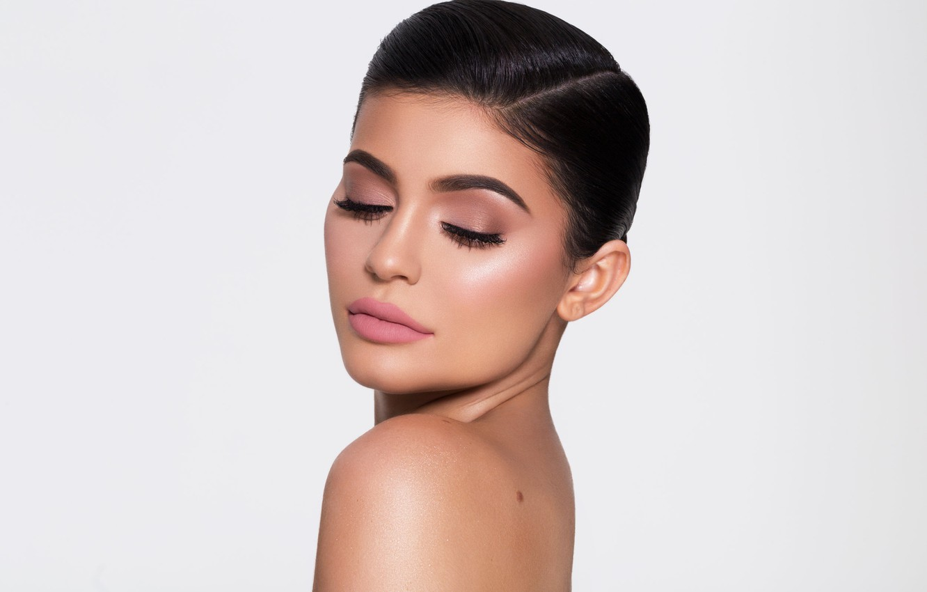 Wallpaper Portrait Makeup Kylie Jenner Images For Desktop