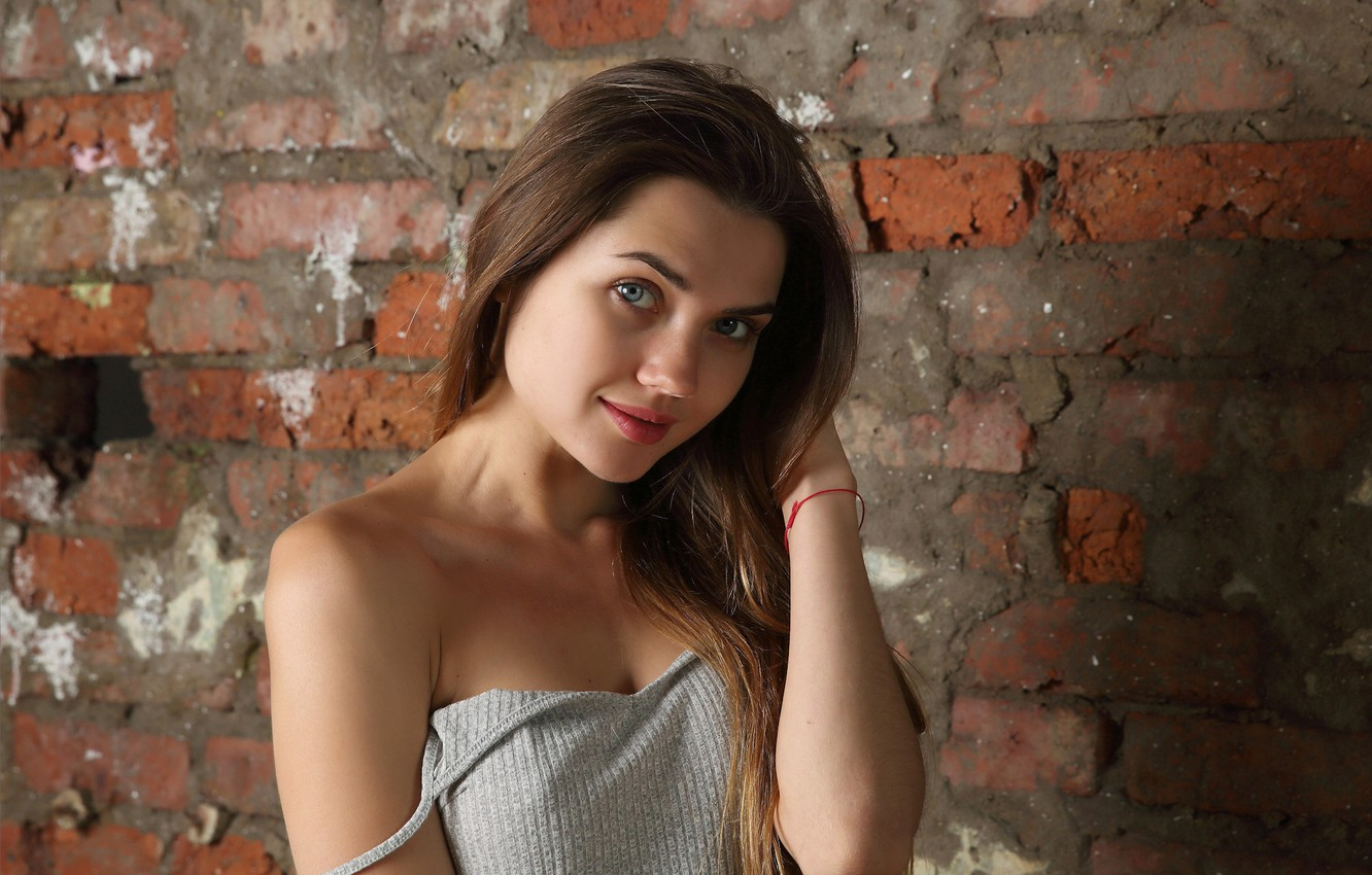 Photo wallpaper red lips, slim figure, long brown hair, bare shoulder, foxy lady, Viva, standing alone, coy …