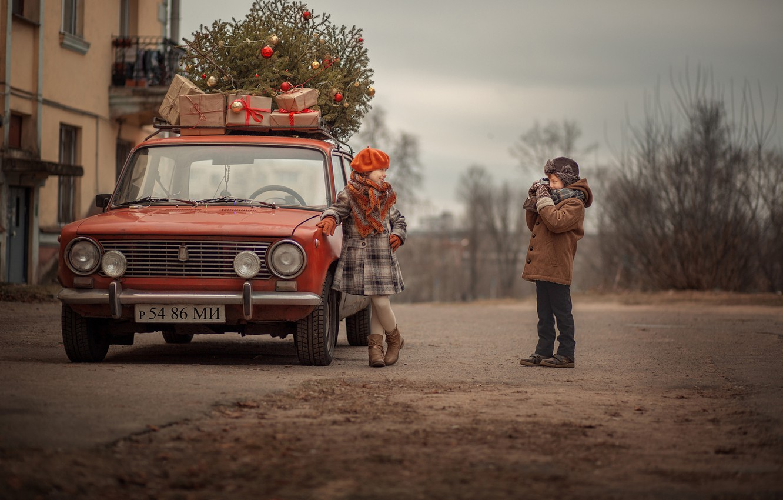 Photo wallpaper retro, tree, boy, girl, gifts, penny