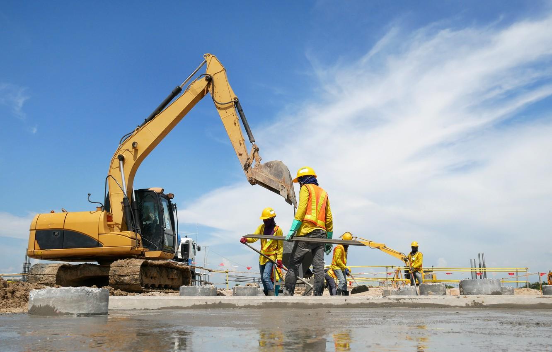 Photo wallpaper workers, construction, excavator, yellow helmet