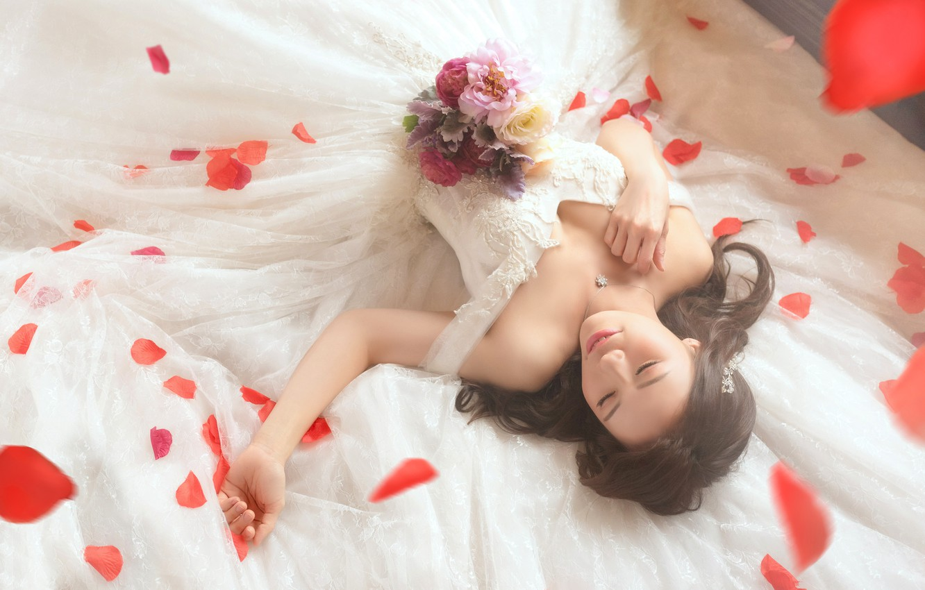 Photo wallpaper chest, girl, happiness, flowers, pose, smile, style, mood, white, sleep, roses, bouquet, hands, petals, dress, …