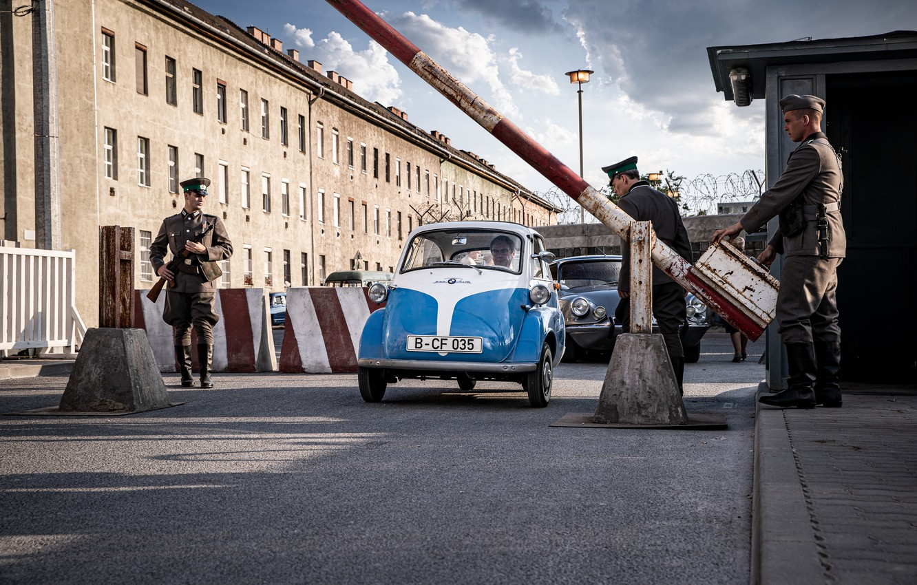 Photo wallpaper BMW, 1964, Berlin, Isetta, microcar, Heading for freedoom in the BMW Isetta, car very small …
