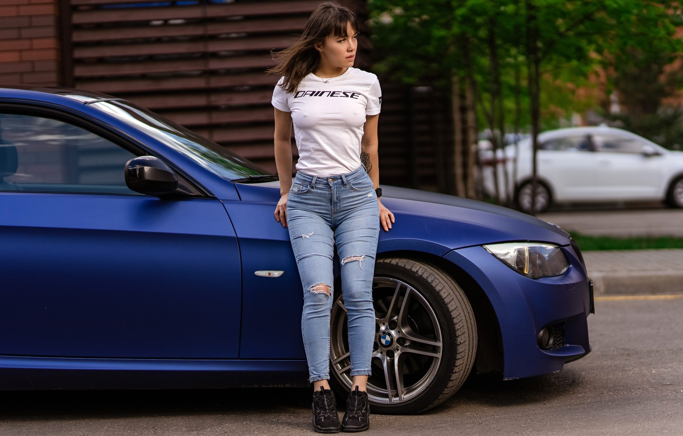 Photo wallpaper sexy, pose, model, portrait, jeans, makeup, Mike, figure, hairstyle, brown hair, is, car, sneakers, torn, …